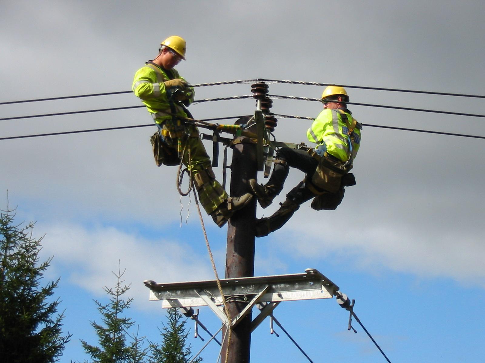 قطع و وصل شدن برق قسمتی از شهر در ساعات گذشته و پاسخ مسئولین