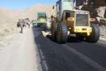 عملیات روکش ماسه آسفالت ۶ کیلومتر راه کوهستانی کاخک به کریمو
